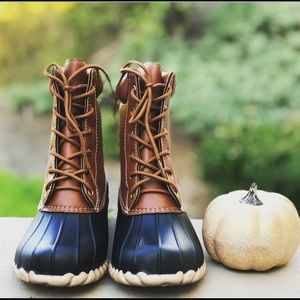 Shoes - The GEORGIA Black/Tan Lace-Up Duck Boot